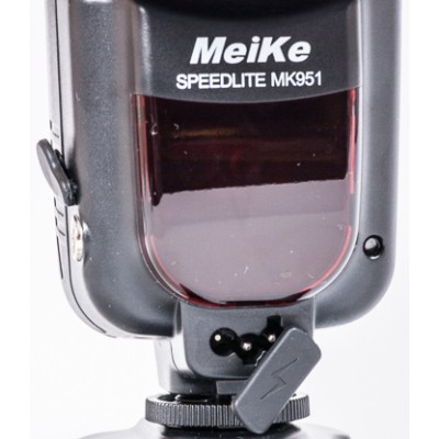 Вспышка Meike Canon 951