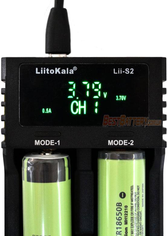 Зарядное устройство Liitokala Lii S2 - отображение напряжение аккумулятора.