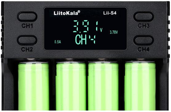 Цифровой информационный дисплей в зарядном устройстве Liitokala Lii S4.